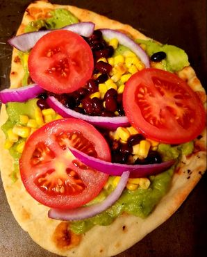 Spicy guacamole pizza